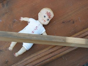 Puppe im Sperrmüll