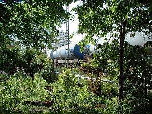 Blick aus des zonebattler's Garten auf das Bahnhofs-Hochhaus