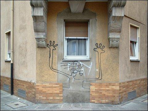 Graffiti an Eckhaus (Nürnberg, Galgenhofstraße/Widhalmstraße)