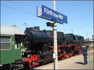 Dampflok mit Sonderzug in Fürth (Bay) Hbf