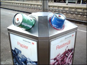 Bierfässer im Mülleimer