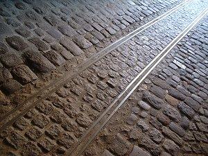 600 mm-Gleise in einer Fürther Tordurchfahrt