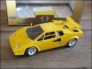 Bburago 1/18 Lamborghini Countach
