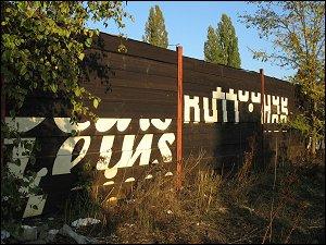 Bemalter Bohlen-Zaun