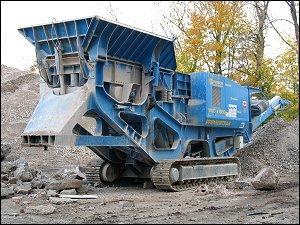 Baumaschine in der Fürther 'Uferstadt'