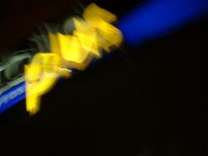 Leuchtreklame in der Fürther Fußgängerzone