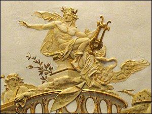 Apollon-Relief im Stadttheater