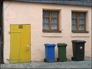 Mülltonnen in der Fürther Altstadt