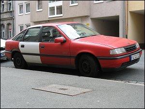 Kraftwagen mit weißer Tür