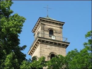 Turm der Auferstehungs-Kirche im Stadtpark