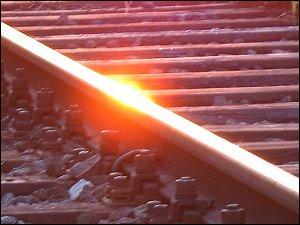 Sonnenreflex auf einer Eisenbahnschiene an des zonebattler's Schrebergarten