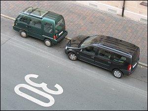 Subaru Libero E12 und Dacia Logan MCV