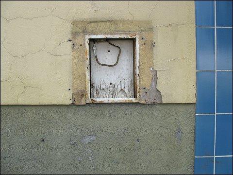 Aushang-Kasten an aufgelassener Kneipe (Nürnberg, Augsburger Straße)