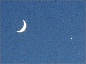 Abendhimmel mit Mond und Venus