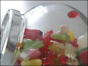Glas mit Gummibären und anderen Zahnziehern