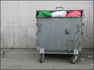 Müllcontainer am Fürther Bahnhofs-Hochhaus