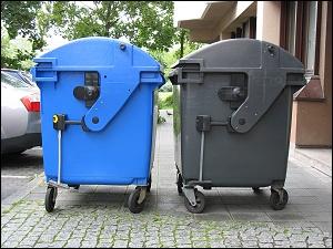 Müllcontainer mit menschlicher Körpersprache