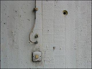 ein Gesicht an der Wand des Fürther Bahnhofs-Hochhauses