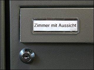 Briefkastenschild in der Otto-Seeling-Promenade