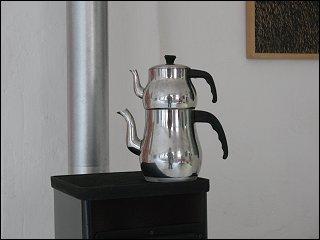 Teekanne im Atelier von Anette du Mont