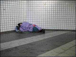 Obdachloser im Bahnhofs-Tiefgeschoß