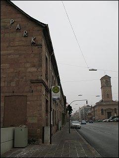 Giebel vom Haus Königstr. 115 gegenüber dem Fürther Stadttheater