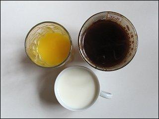 Kaffee, Milch und Orangensaft