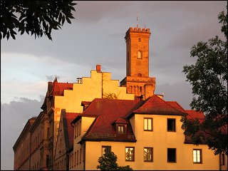 Rathausturm im Abendlicht