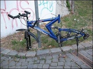 Fahrradwrack am U-Bahnhof Jakobinenstraße