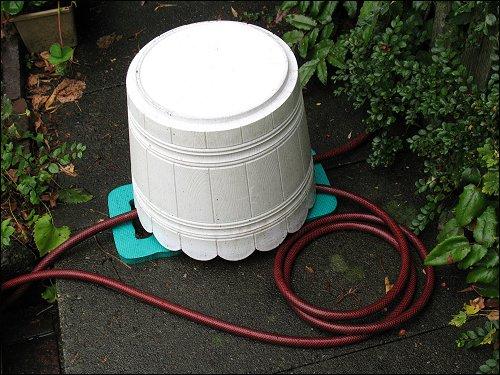 selbstgebastelte, autonome Schrebergarten-Bewässerungsanlage