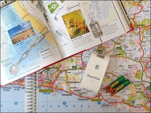 Autoatlas, Reiseführer und GPS-Logger samt Akkus