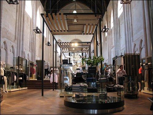 zu einer Modeboutique umgewidmete Kirche in Gent