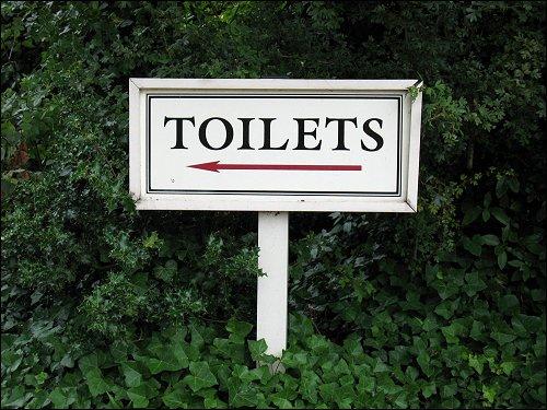 Toiletten-Schild vor Leeds Castle