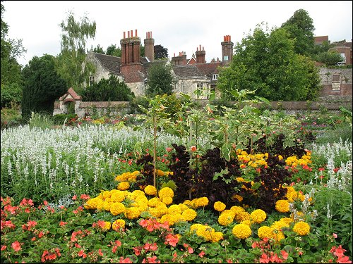 gepflegte Gartenlandschaft (Lewes, Southover Grange Gardens)