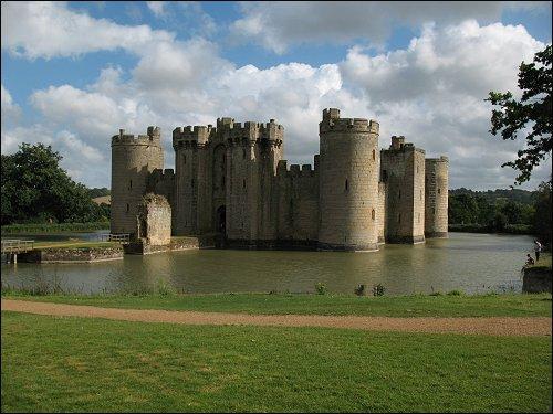 eine von den unzähligen Burgen Englands (Bodiam Castle)