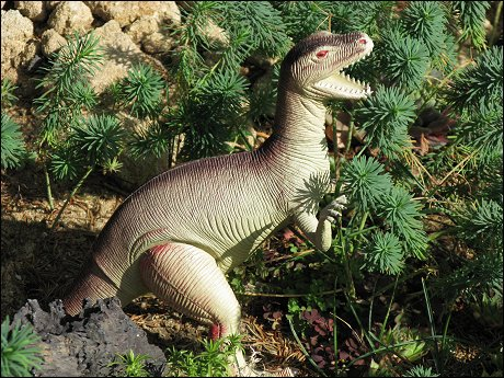 ein Maulaffen feilhaltender Tyrannosaurus