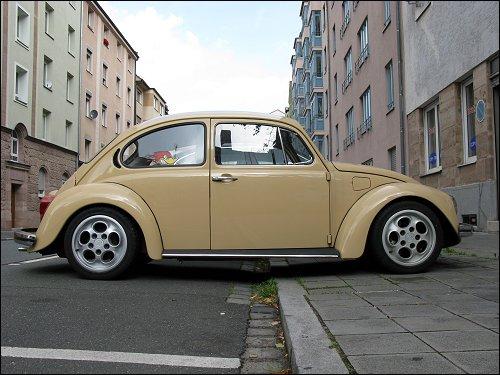 VW Käfer mit Porsche-Rädern