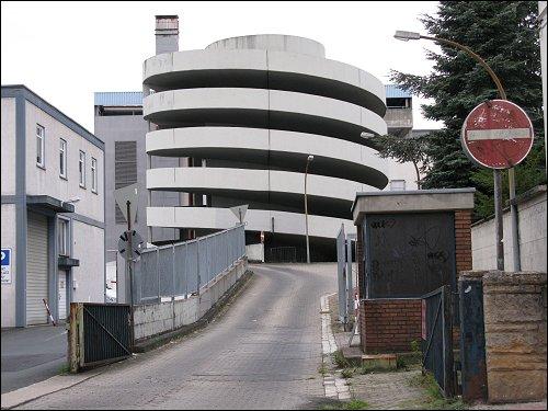 Parkhaus-Auffahrt in Bad Homburg