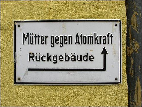 Wegweisendes Schild in der Nürnberger Nordstadt