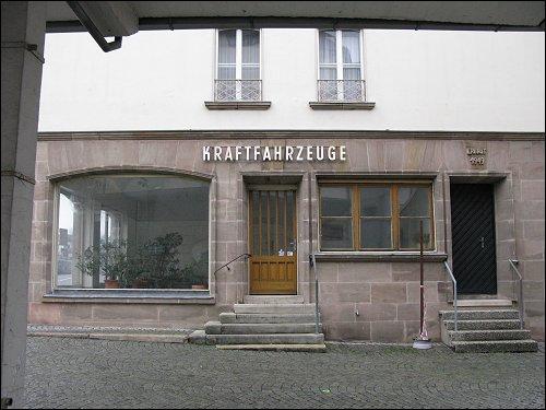 aufgelassenes Kfz-Handelshaus Königstraße 1