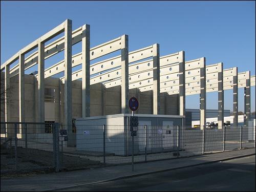 Rohbau der neuen Fabrikationshalle der Leonhard Kurz Stiftung & Co. KG