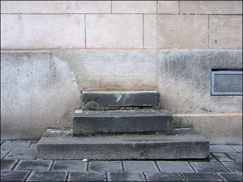 eine gemauerte Merkwürdigkeit in der Karolinenstraße