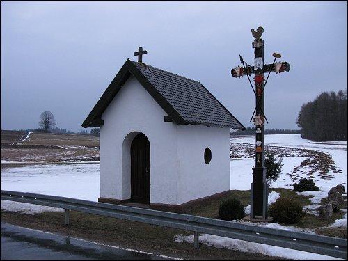 kleine Kapelle am Straßenrand
