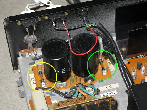 Die aufgeräumten Innereien des ITT SRX 75 hifi professional