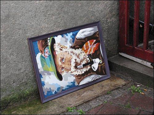 am Fürther Bahnhofs-Hochhaus entsorgtes 'Malen nach Zahlen'-Gemälde