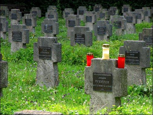 Soldatengräber im Fürther Hauptfriedhof