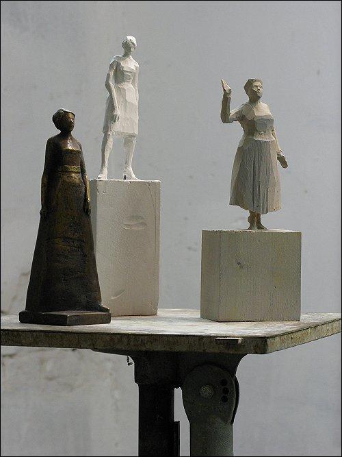 Drei Statuetten