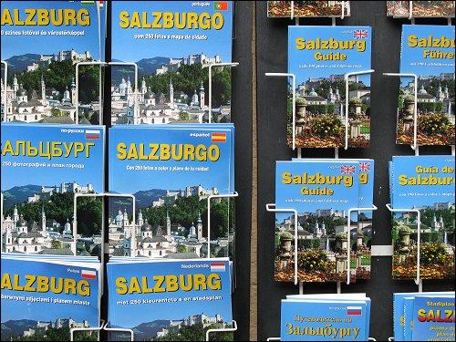 Reiseführer und Stadtpläne in babylonischer Sprachenvielfalt