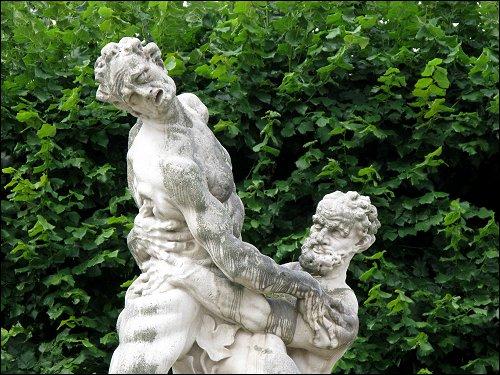 Figurengruppe im Park von Schloß Mirabell