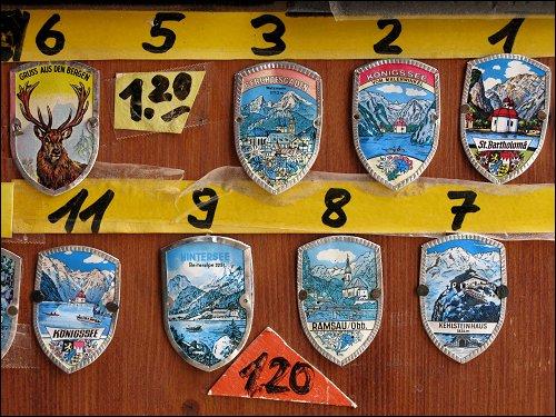 Stocknägel-Musterkarte an einem Kiosk an der Schiffsanlegestelle von St. Bartholomä